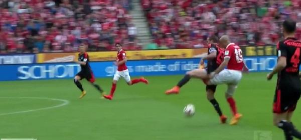 Video – Bundesliga: Ginocchio piegato e carriera finita!