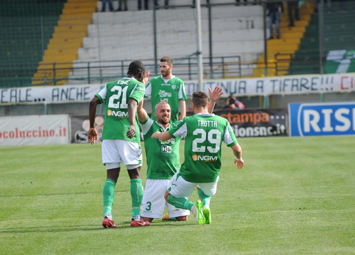 CALCIO IN CAMPANIA – Serie B, Bari-Avellino, emozioni e spettacolo. Gli irpini cadono al San Nicola