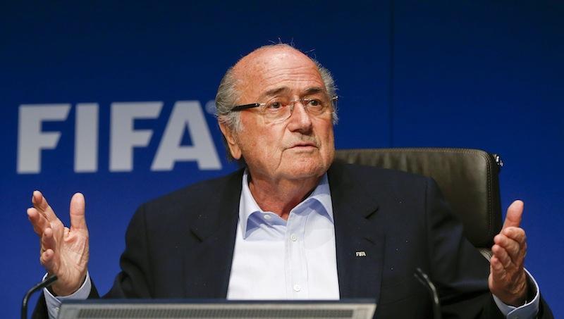 Blatter-shock: gli avvocati adesso gli consigliano di non allontanarsi dalla Svizzera