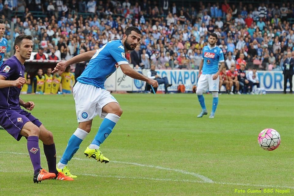 Il Valencia pronto a pagare la clausola per Albiol. Il difensore non vuole lasciare Napoli