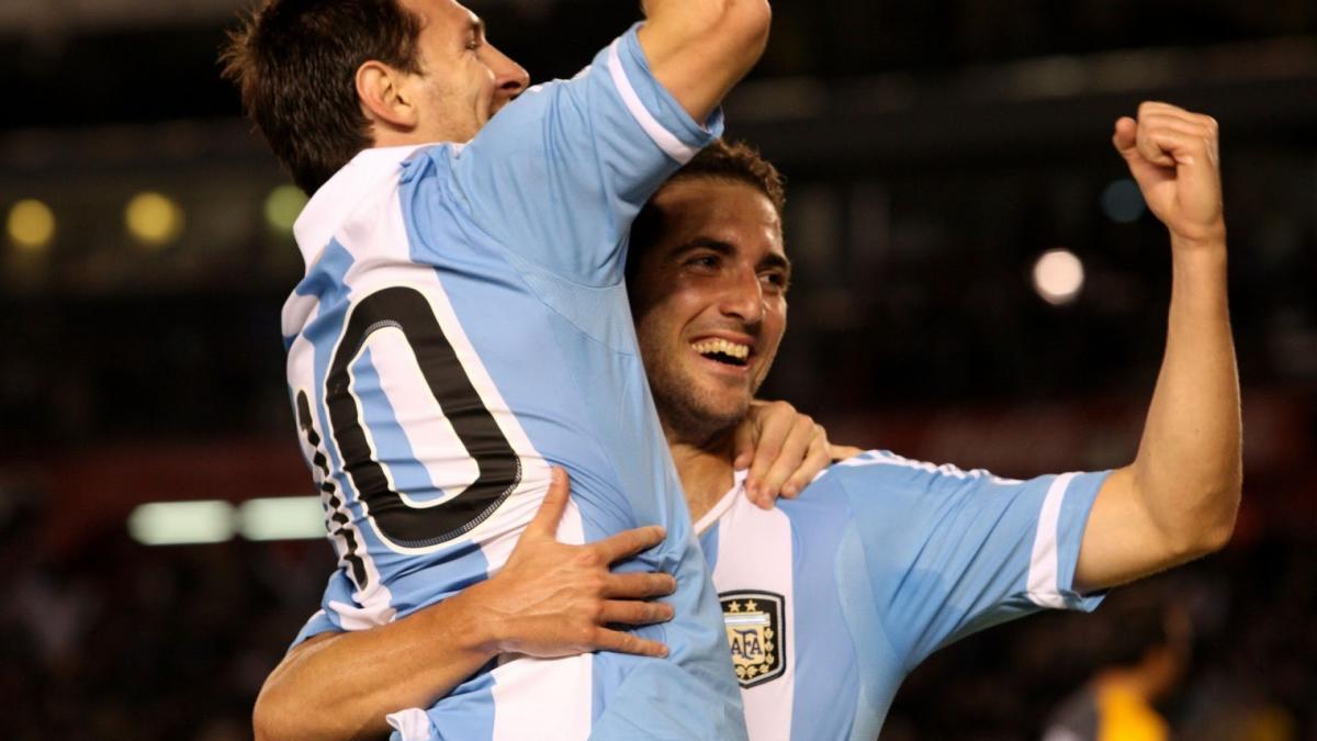 VIDEO – Argentina-Bolivia 2-0, cori per Higuain che non segna, ma che magia!