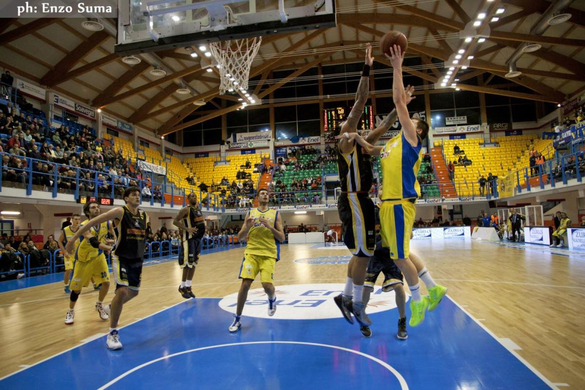 Basket – In Serie A2 le capoliste sono Agropoli e Scafati, corsara in terra piemontese. Tutti i risultati e la classifica