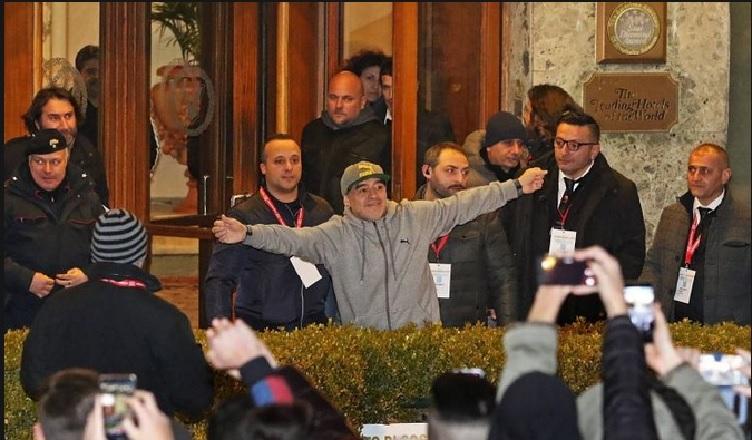 """Repubblica: """"Maradona al Napoli per attrarre i tifosi azzurri nel mondo. Diego investirà tutto il suo fascino…"""""""
