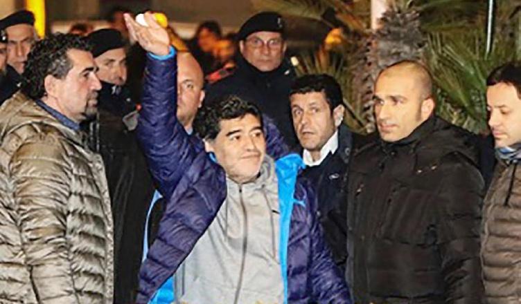 UFFICIALE – Cittadinanza onoraria a Maradona il 5 luglio. Attesi 50mila spettatori a piazza Plebiscito
