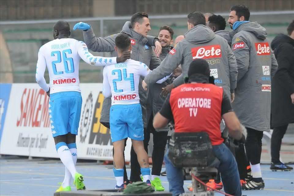 Tuttosport – La squadra si è stretta attorno a Sarri. La dimostrazione? L'esultanza al gol di Insigne di squadra e panchina