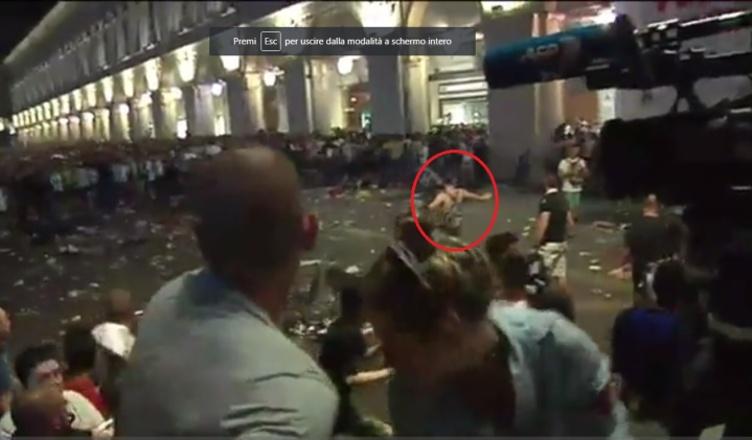 """Panico a piazza San Carlo, parla Davide: """"Hanno fatto di me un mostro, stavo solo calmando la folla…"""""""