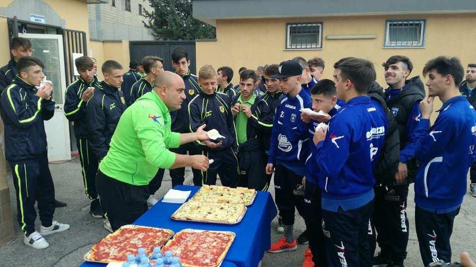 """GIOVANILI- Derby Paganese-Juve Stabia: grande gesto di fair-play a Volla con il """"terzo tempo"""" organizzato dal Presidente Caiazzo"""