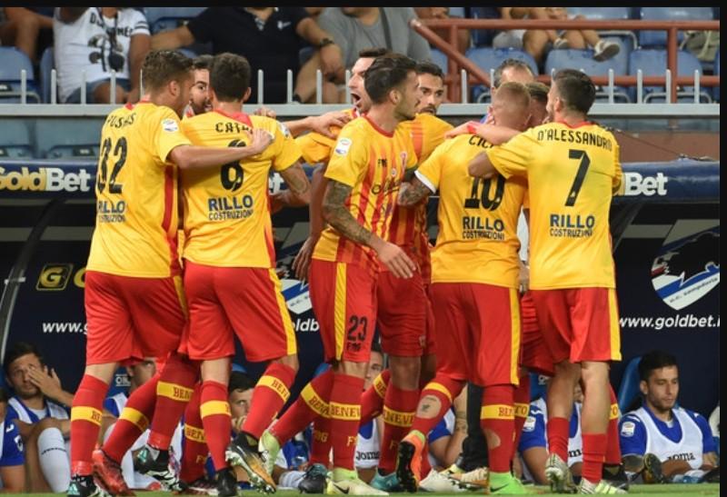FOTO CLASSIFICA – Serie A, finali delle gare: Roma pereggia in casa con il Sassuolo, prima vittoria per il Benevento