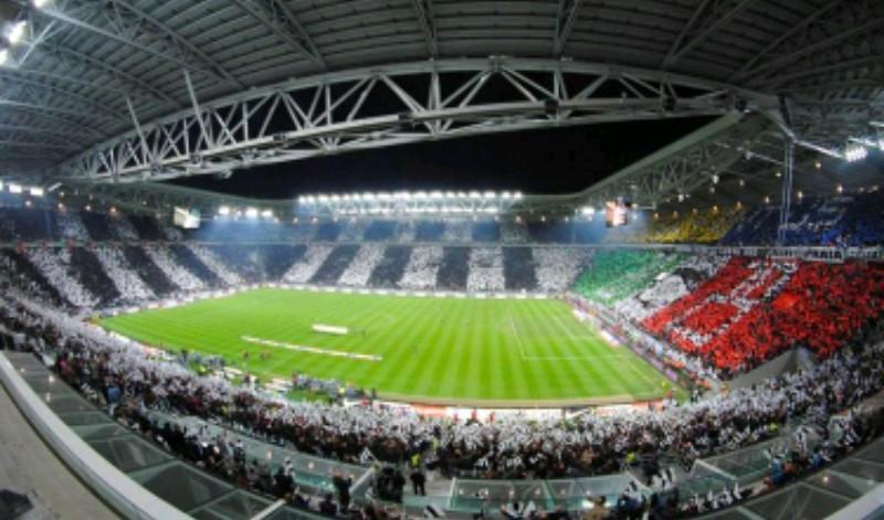 """Da Torino campagna ironica: """"Aprite le porte dello Juventus Stadium ai napoletani e al loro folklore! Ma per favore non fate i paladini del bene, usate il cervello prima di aprire bocca…"""""""