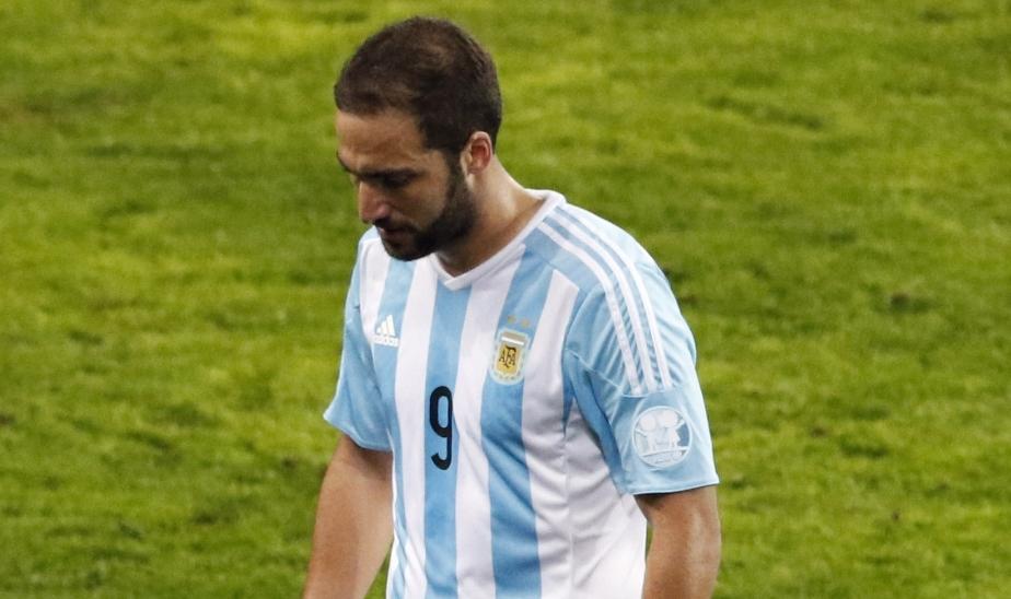 Gonzalo Higuaìn mai così in basso, delude anche a Bologna