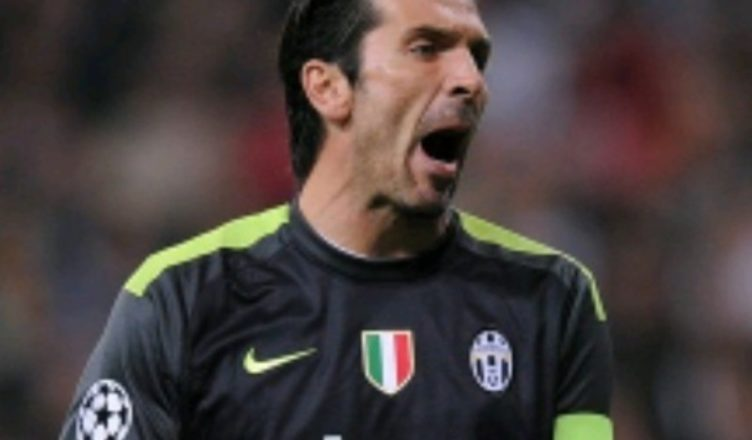 TUttoSport - Crotone-Juve, clamorosa reazione di Buffon dopo il pari: lascia la panchina prima del fischio finale! Allegri e Benatia nervosi...