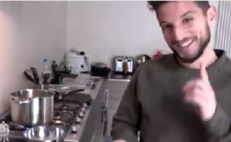 VIDEO – Belgio, Dries Mertens protagonista di un documentario: mostra come aprire un pacco di spaghetti