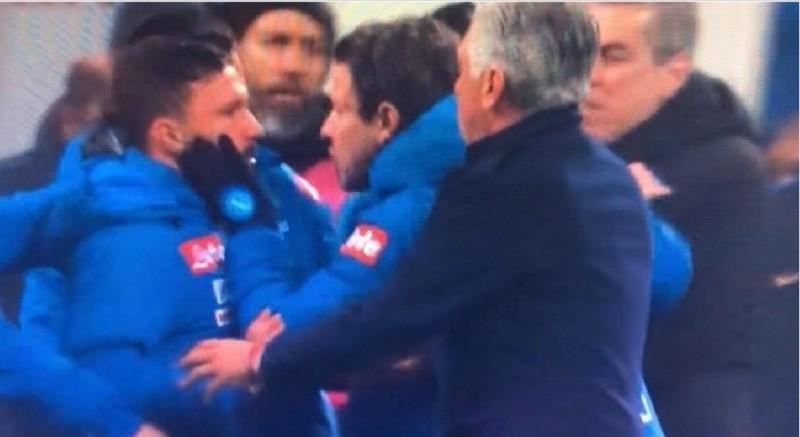 VIDEO – Inter-Napoli, rissa sfiorata a fine gara: Mario Rui e Callejon contro Mazzoleni