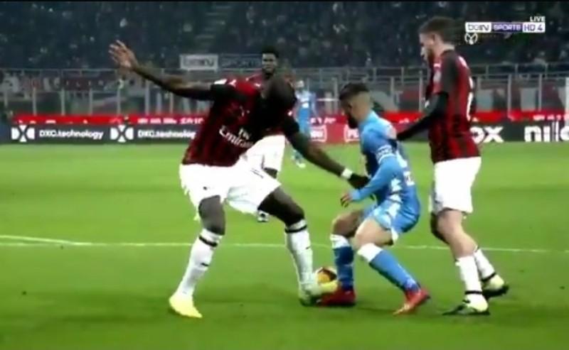 VIDEO – Milan-Napoli, rigore netto su Insigne non segnalato da Doveri! Le immagini di Bein Sport parlano chiaro