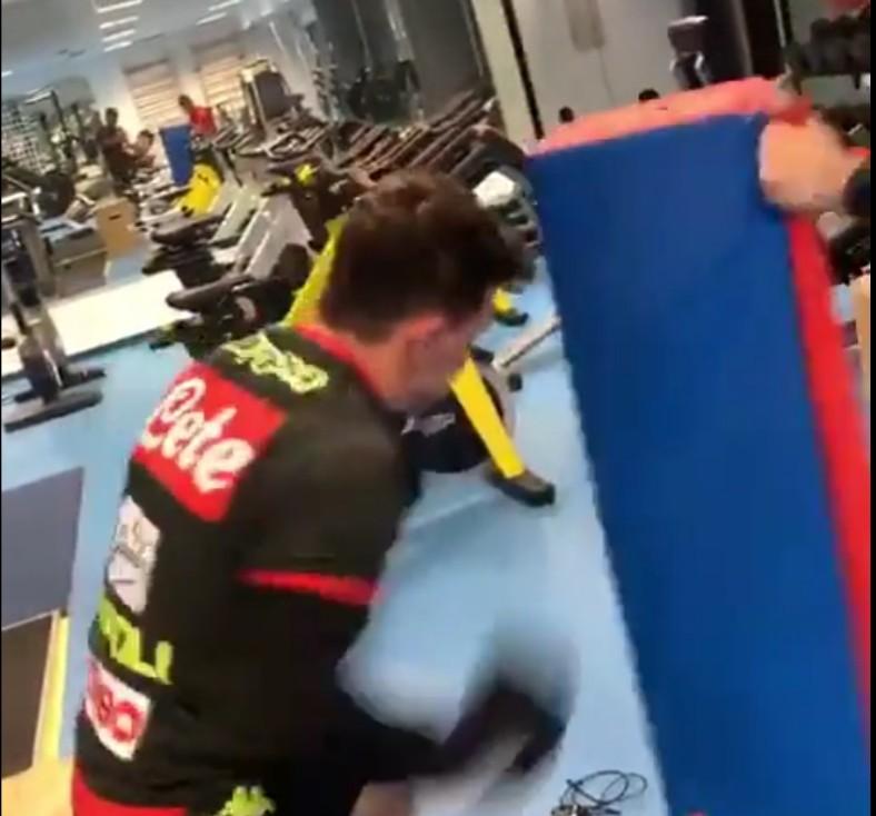 VIDEO – Mario Rui in palestra scalda i guantoni: Hysaj chiama in causa il campione MMA McGregor