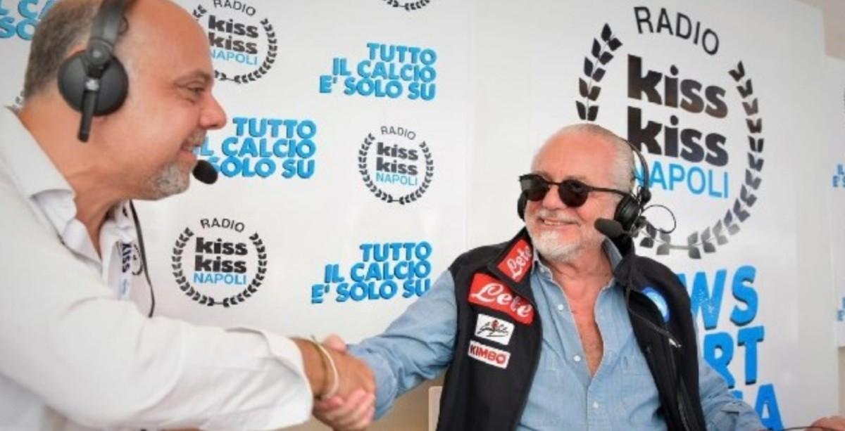 """Radio Kiss Kiss Napoli, l'intervista di ADL su vari temi: """"Il mio regalo ai tifosi la doppia sfida col Barcellona! James un desiderio di Ancelotti, l'alternativa è Lozano. Manolas? A quella cifra…"""""""