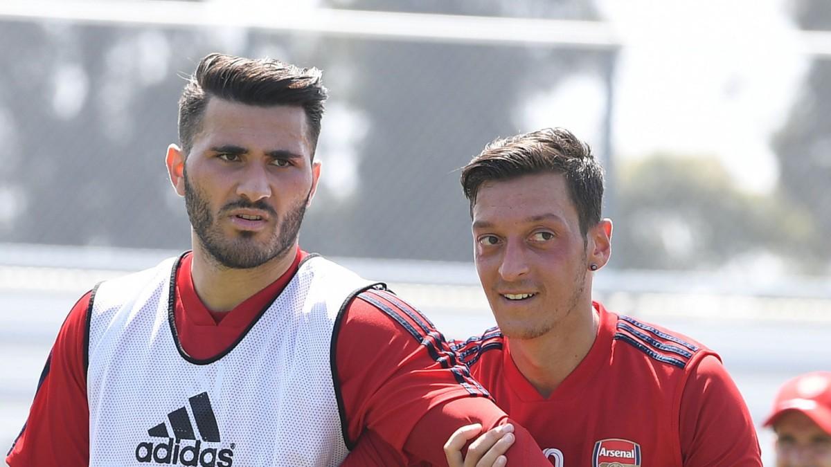 Ozil e Kolasinac non partiranno con la squadra, motivi di sicurezza