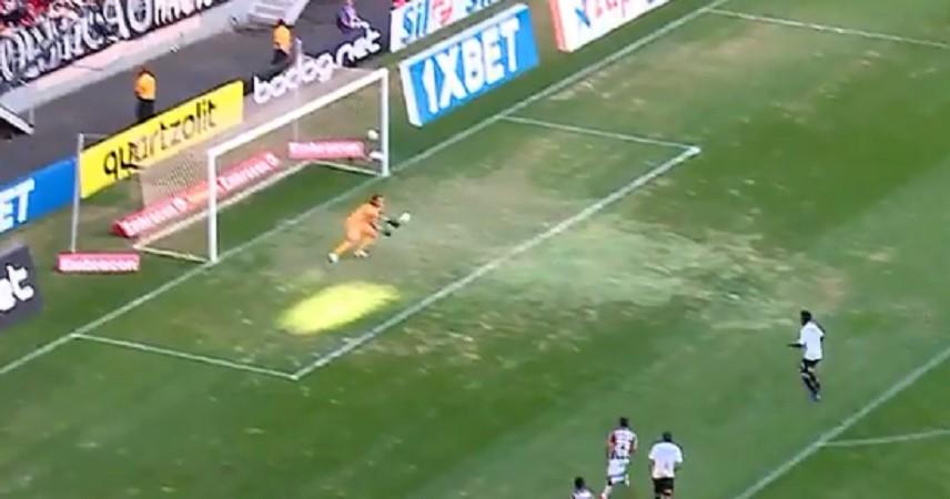 VIDEO – Papera clamorosa del portiere nel campionato brasili