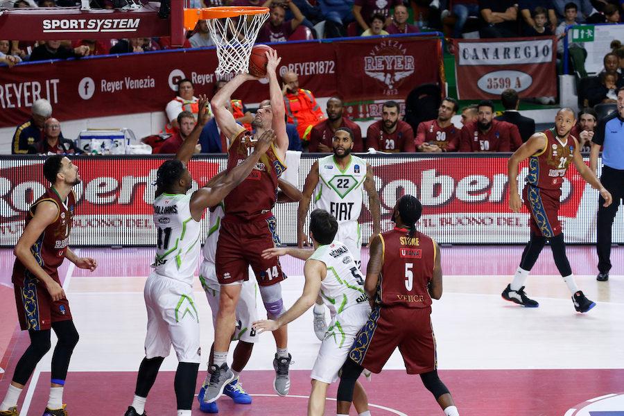 Basket, EuroCup 2019-2020: Venezia soffre per tre quarti, ma alla fine batte 93-85 il Limoges