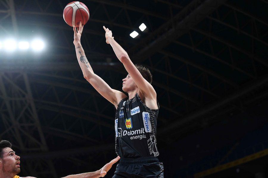 Basket |  8a giornata Serie A 2019-2020 |  Trento fa suo l'anticipo  Espugnata Pesaro al