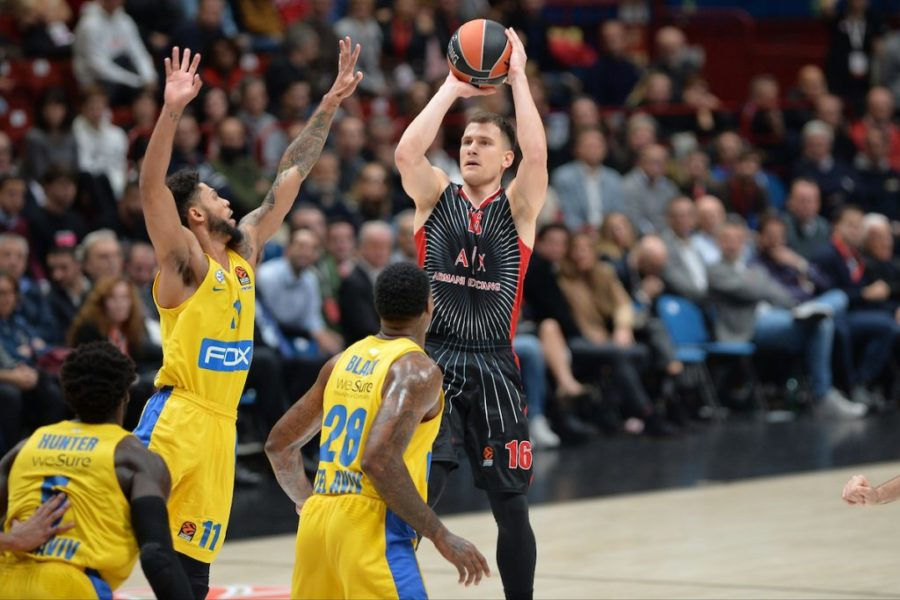 Basket |  Eurolega 2019-2020 |  9a giornata |  la notte di Dino Meneghin sorride all'Olimpia