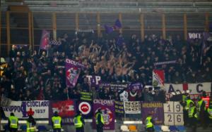 """Napoli Fiorentina, solita vergogna dagli spalti: """"Lavali col"""