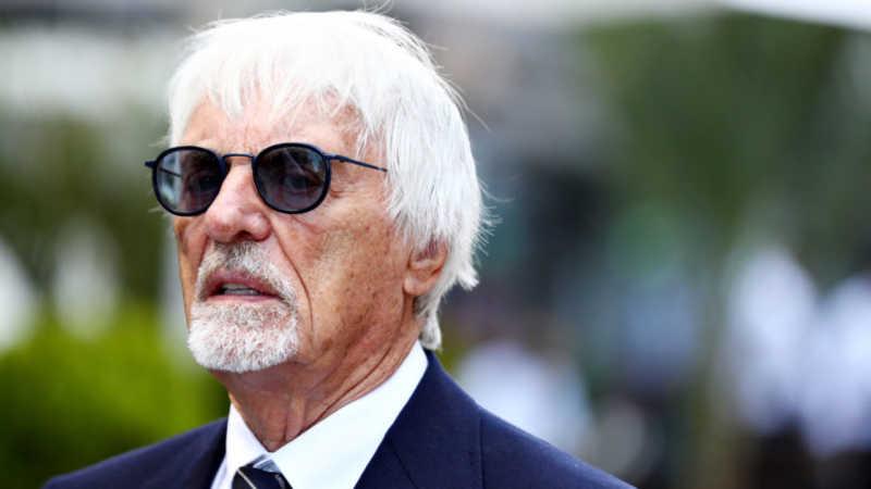 """Ecclestone consiglia Hamilton: """"Non andare alla Ferrari, parlano alle spalle"""""""