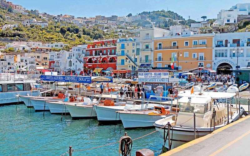 """""""Vietato l'entrata sulle isole"""", De Luca chiude Procida, Ischia e Capri"""
