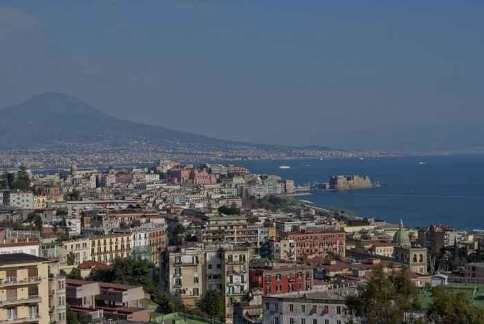 Napoli, notte di follia. Aggrediti due vigili al Vomero