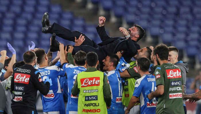 Napoli, con Gattuso ci si sacrifica ma ci si diverte: la Gazzetta esalta gli azzurri