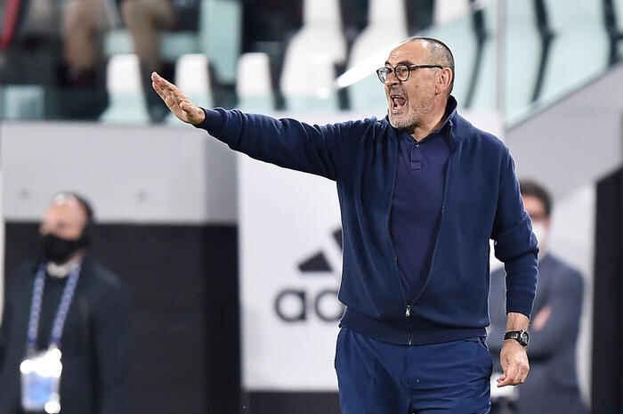 Napoli: interesse del Tottenham per Maurizio Sarri, contatti avviati con l'entourage