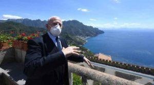 Regione Campania, ritorna l'obbligo di mascherina anche all'aperto, nuova ordinanza di De Luca