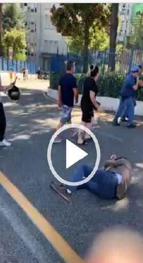 Napoli, violenta aggressione al consigliere Francesco Borrelli [VIDEO]