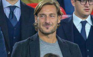 """Francesco Totti in visita a Castelvolturno: """"Io e tutta l'Italia tifiamo Napoli in Champions"""""""