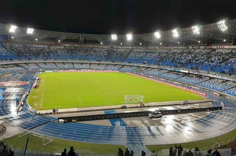 """""""Stadio Comunale Diego Armando Maradona"""" fa discutere. La reazione sui social"""