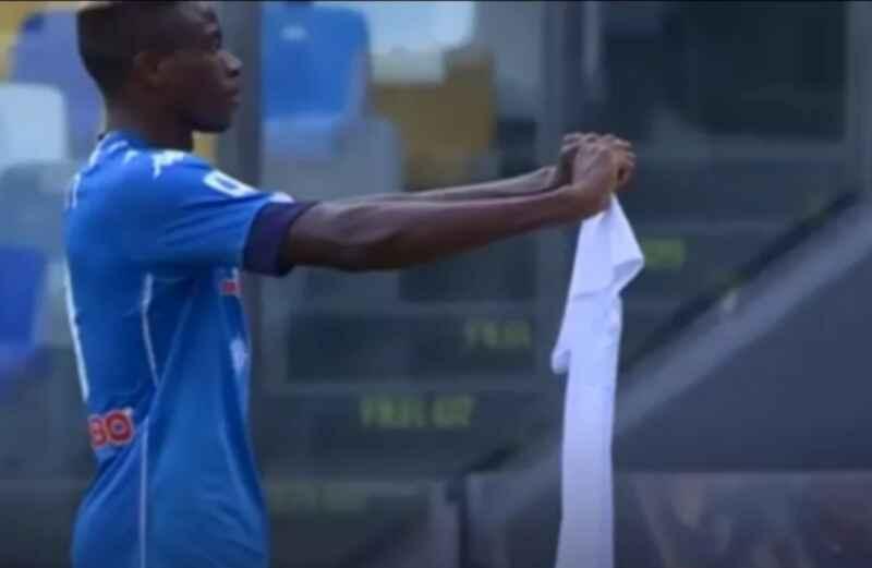 FOTO – Osimhen firma il primo gol contro l'Atalanta: esultanza significativa