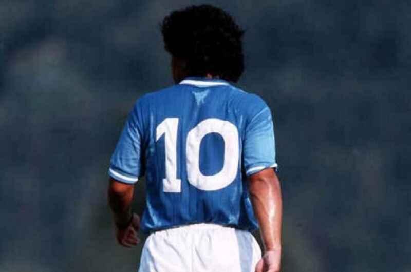 Maradona, anche la Juventus saluta il campione argentino