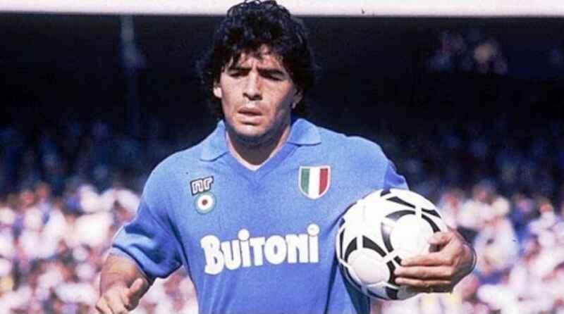 Maradona, omaggiato in tutto il mondo. Tifosi del PAOK da brividi