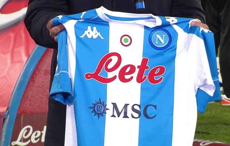 Maradona day: il Napoli regala una maglia celebrativa alla Roma