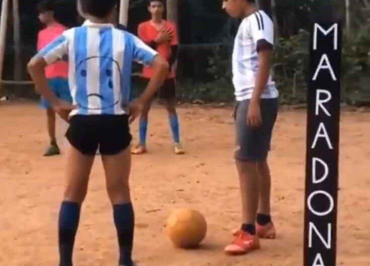 VIDEO – Mishail bambino indiano omaggia Maradona: riproduce il gol storico alla Juve