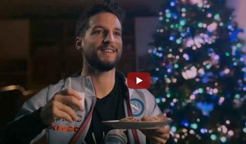 VIDEO – Mertens aspetta un Babbo Natale distratto. Gli originali auguri della SSC Napoli