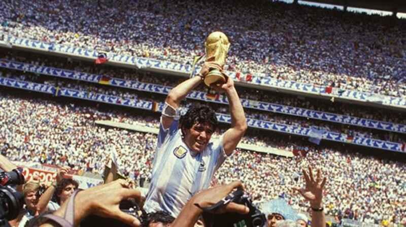 Maradona, la proposta dall'Argentina: francobolli e banconote con il suo volto