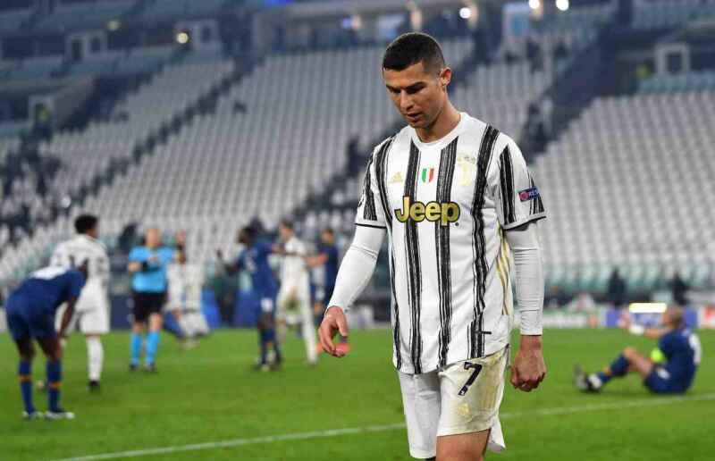 """Ronaldo, sui social festeggia il record di goal ma """"dimentica"""" la Juventus"""
