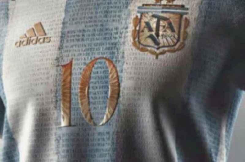 FOTO – Argentina, la maglia proposta sui social: dedicata a Maradona