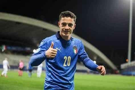 Mercato Napoli, tra gli obiettivi c'è Raspadori: concorrenza con altri club