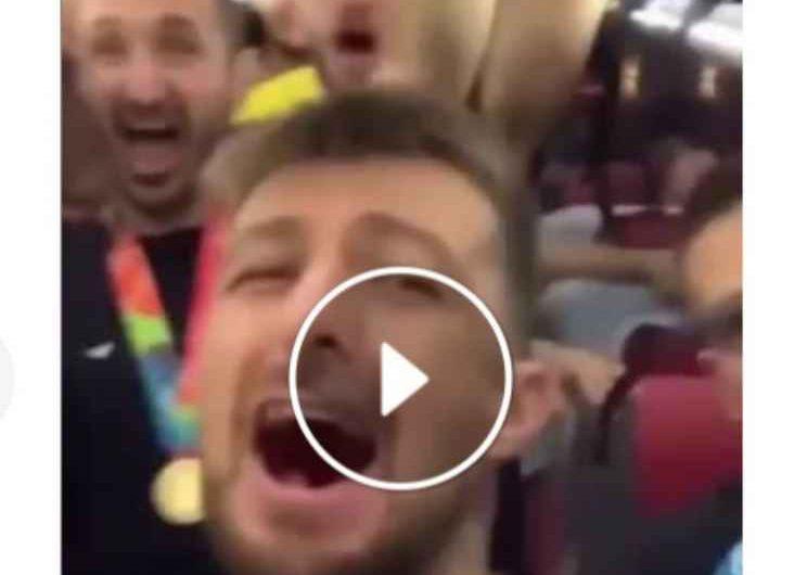 """VIDEO – """"Ma quale dieta me pacene e purpett"""", gli Azzurri cantano il tormentone napoletano"""