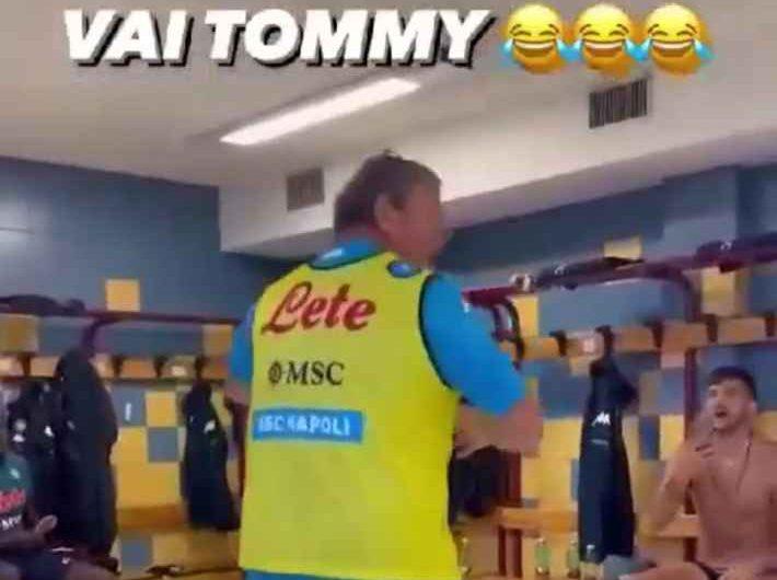 VIDEO – Show di Tommaso Starace nello spogliatoio a Dimaro