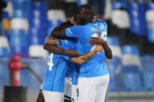 Bologna-Napoli, la protesta dei giocatori rossoblù contro l'arbitro Serra